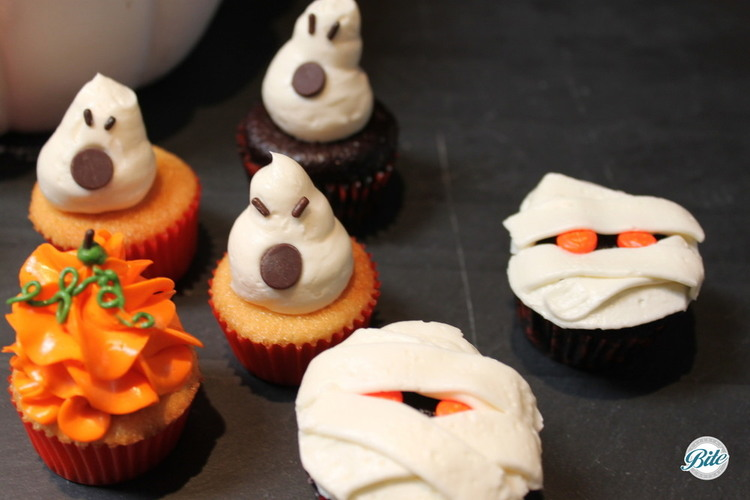 Spooky Halloween cupcakes including ghosts, mummies, pumpkins, and more!