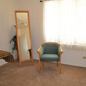 Upper Las Virgenes Grooms Room