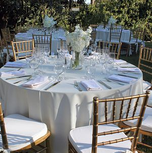 Elegant table setting in white and gold
