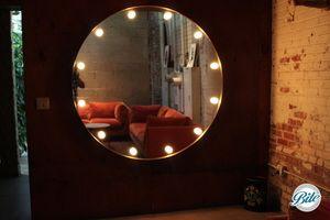 Nina's Lounge