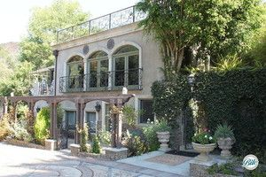 Front of the residence at the Houdini Estate. Gorgeous vines and landscaping meet an elegant building