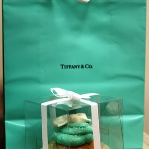 Cupcakes inspired by Tiffany and Co.