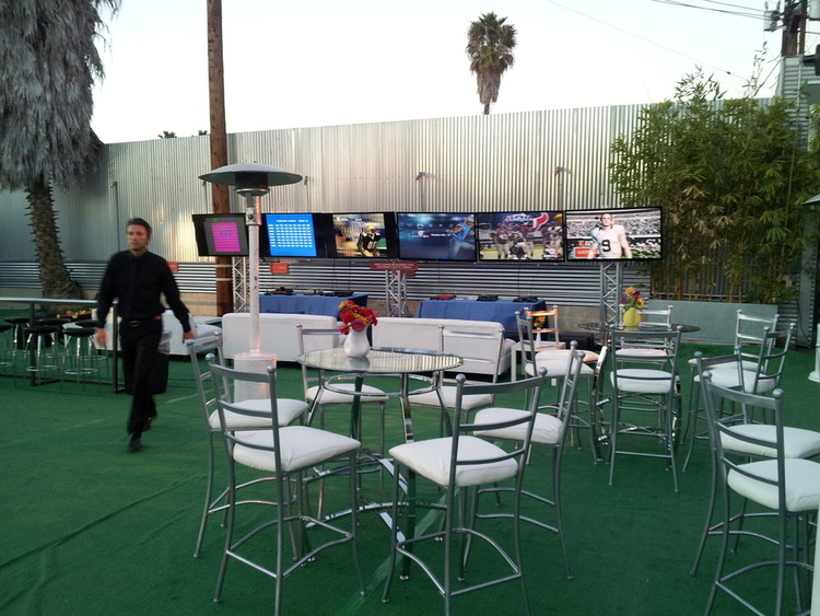 Setup with multiple TVs and tables in the Piazza
