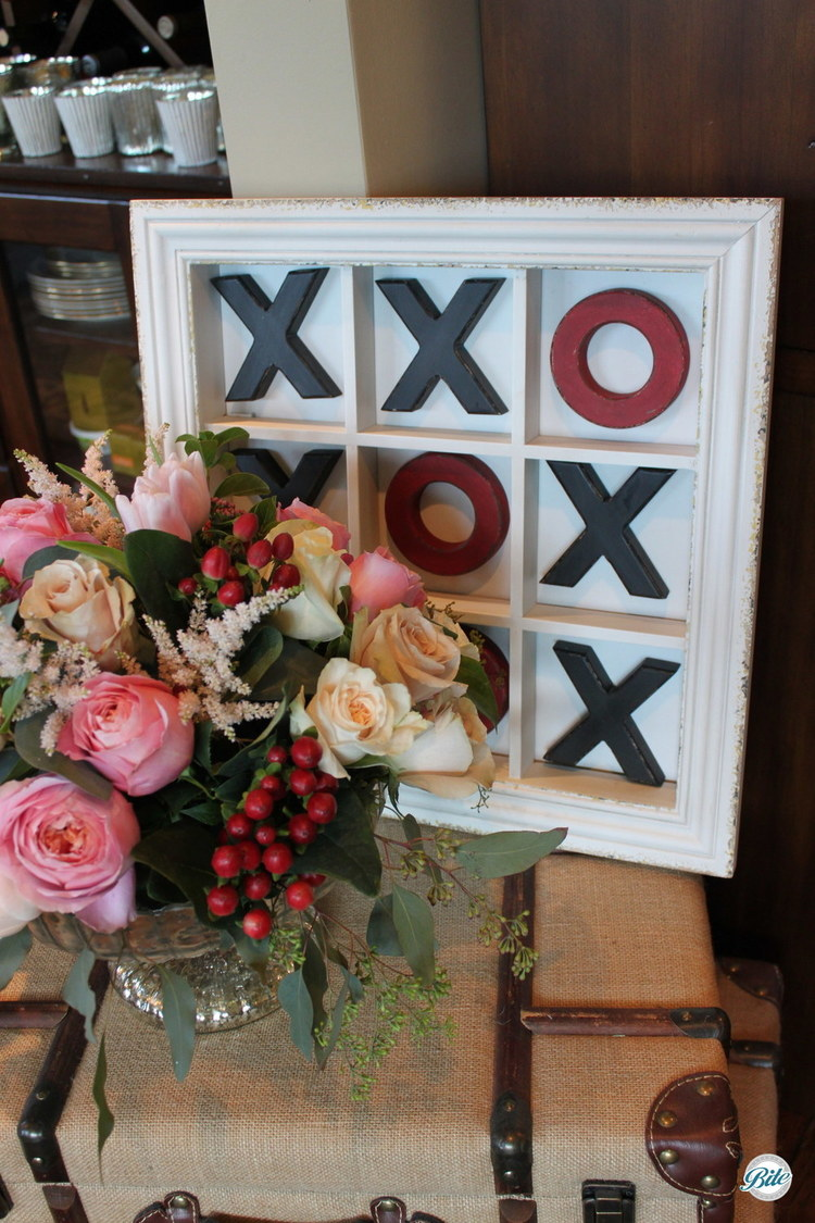 X's and O's abound in this Valentine's decor