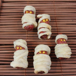 Mini Mummy Dogs #Halloween