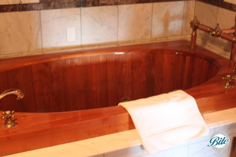 Newhall Mansion Captain's Room Jacuzzi