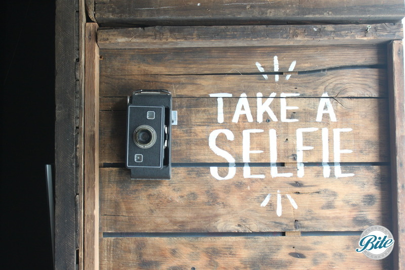Voila Gallery Take a Selfie Sign