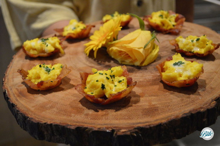 Egg and bacon bites - crispy bacon cups filled with fluffy scrambled eggs